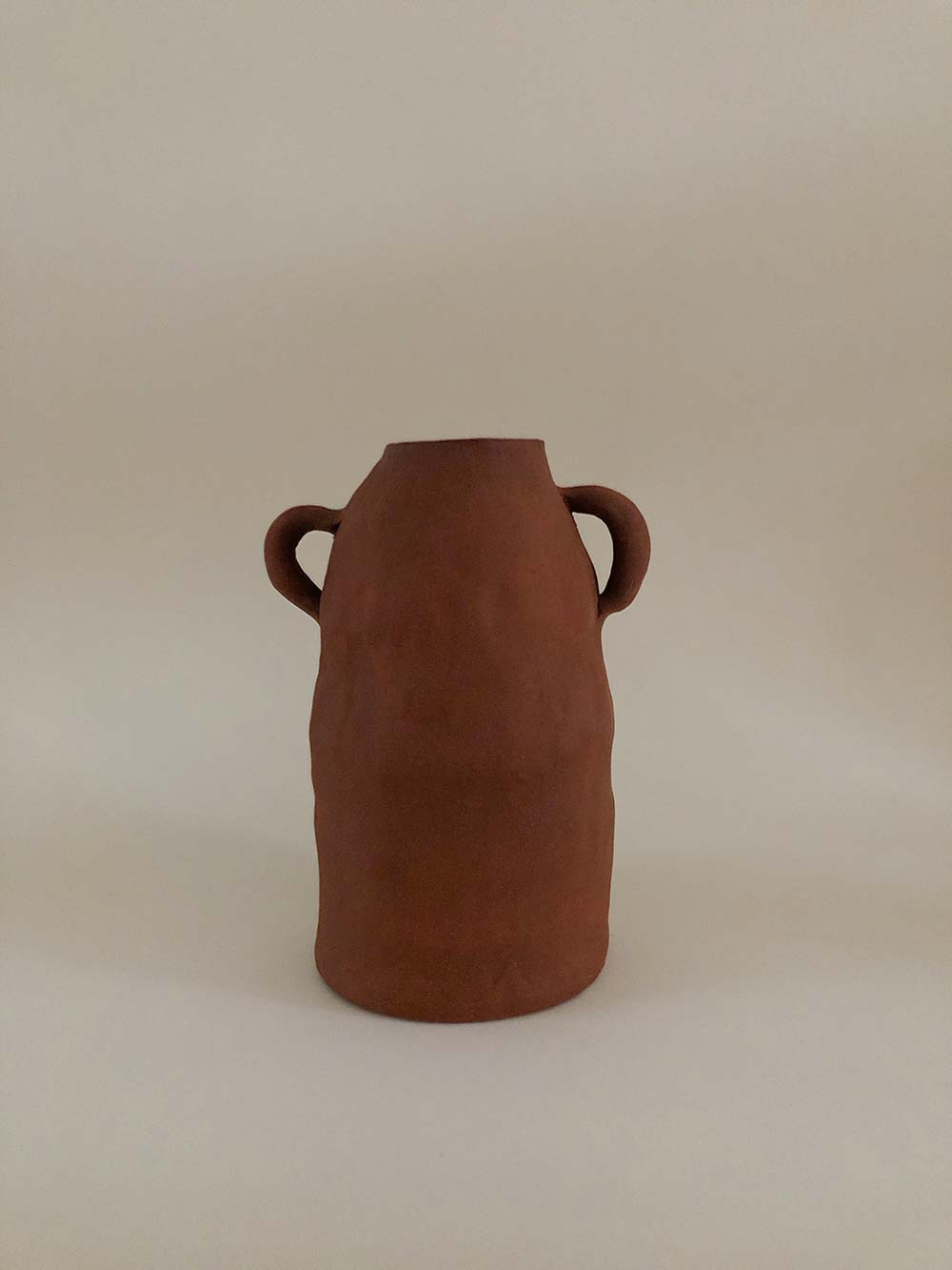 kunst in huis mooie vaas terracotta