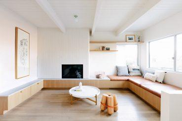 L-vormige wonkamer met Scandinavische eethoek en mintgroene keuken