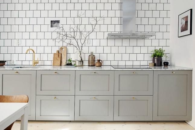 Witte Keuken Grijze Tegels : Lichtgrijze keuken met marmeren ...