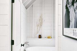 Landelijke badkamer met een modern industrieel tintje
