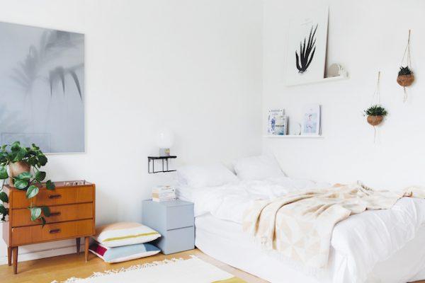 Leuke decoratie in een simpele slaapkamer homease - Decoratie van een kamer ...