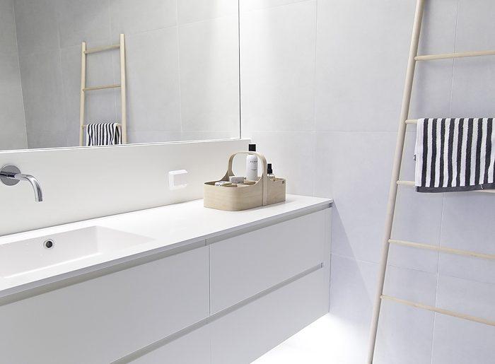 Lichte moderne badkamer van maja homease - Moderne badkamer badkamer ...