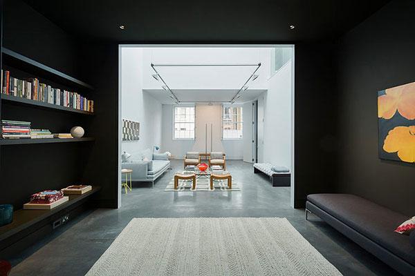 Lichte woonkamer door serre