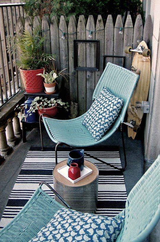ligstoelen op balkon