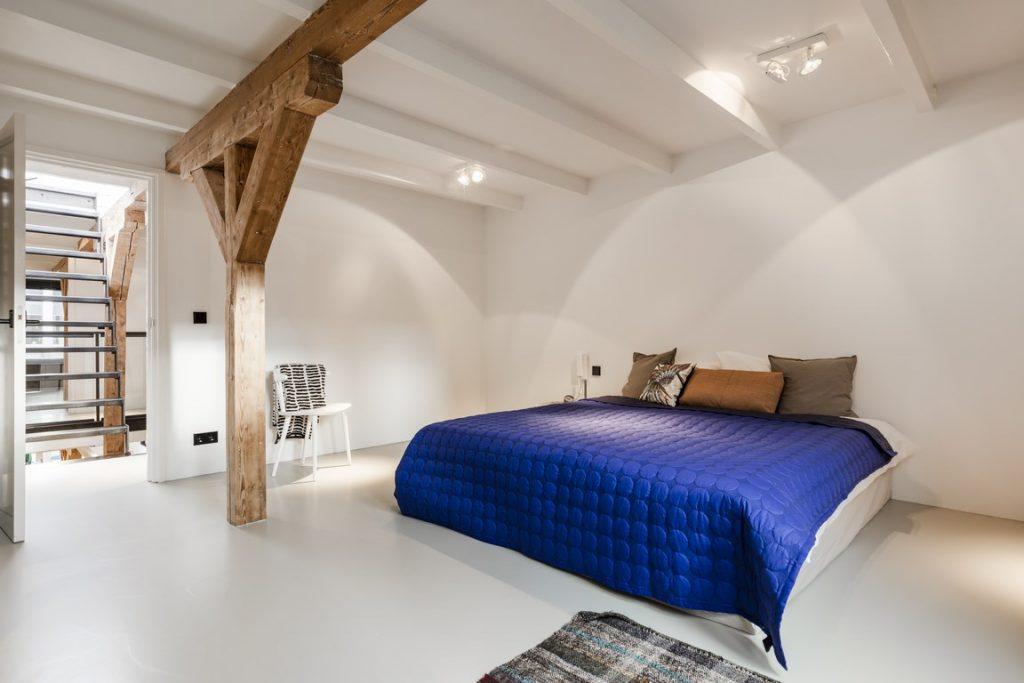 loft-appartement-gietvloer-slaapkamer