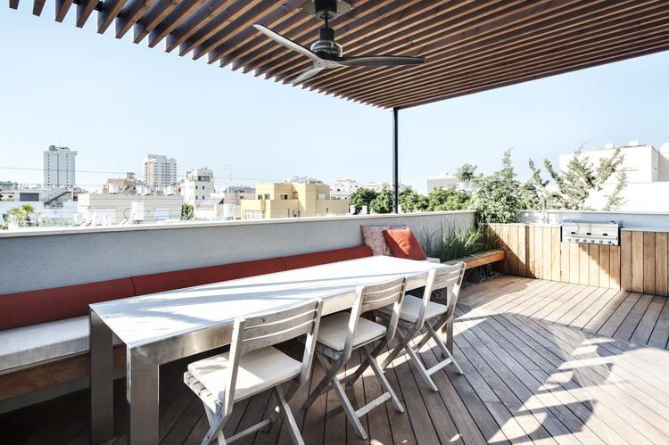 Lounge balkon van een stoer loft appartement