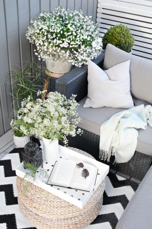 Loungen op klein balkon