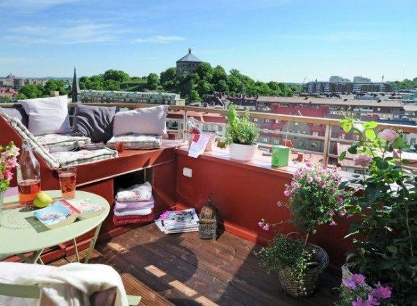 Loungen op balkon