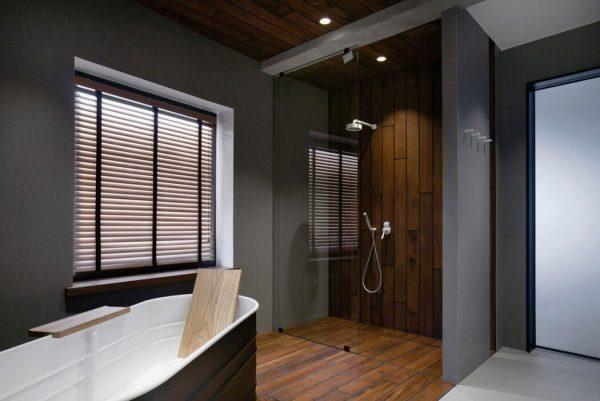 luxe industriële badkamer inloopdouche bad