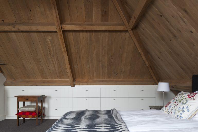 Maatwerk inbouwkasten op zolder slaapkamer