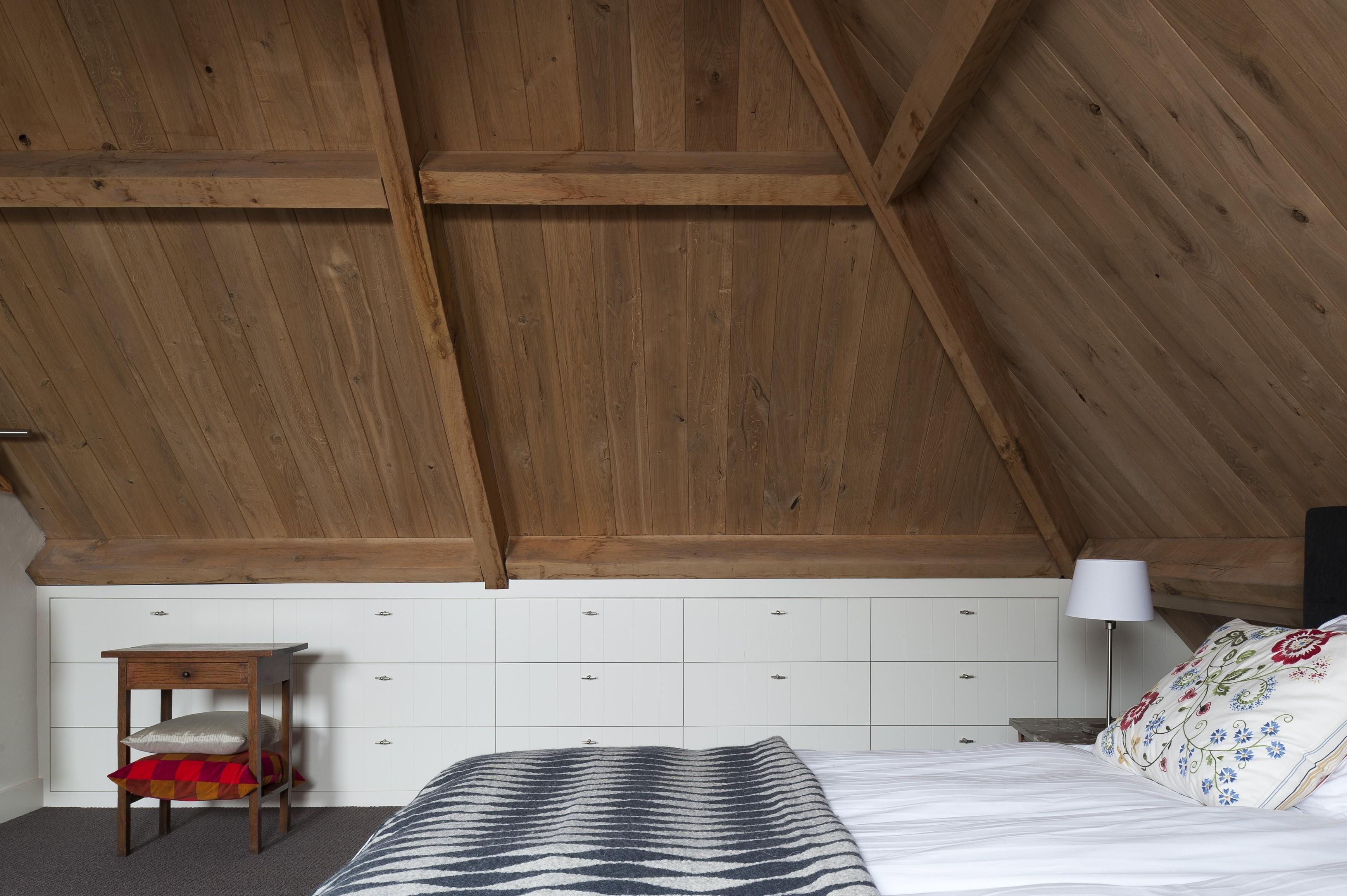 Maatwerk inbouwkasten op zolder slaapkamer   HOM