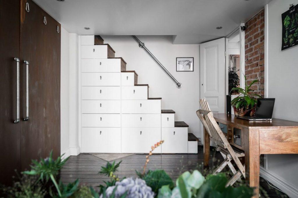 Mezzanine hoogslaper op trapkast