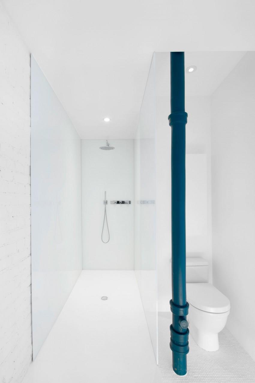 Minimalistische witte badkamer