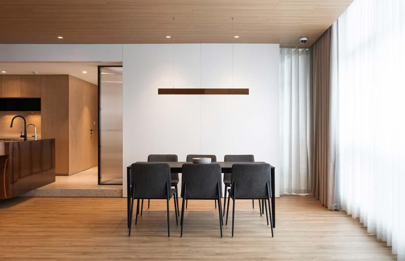 minimalistische eethoek warm interieur