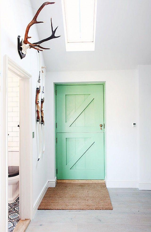 Mintgroene deur