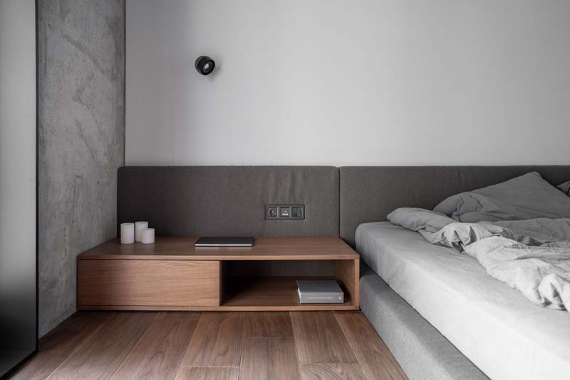 modern laag bed grijs hoofdbord
