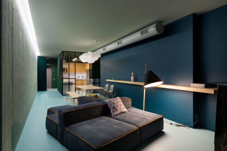 Modern minimalistisch appartement met industriële details