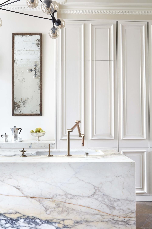 Moderne Klassieke Keuken Met Een Marmeren Kookeiland Homease