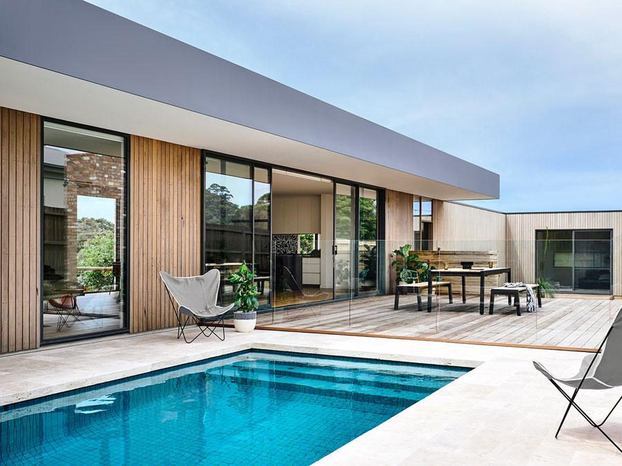 Moderne onderhoudsvriendelijke tuin met zwembad