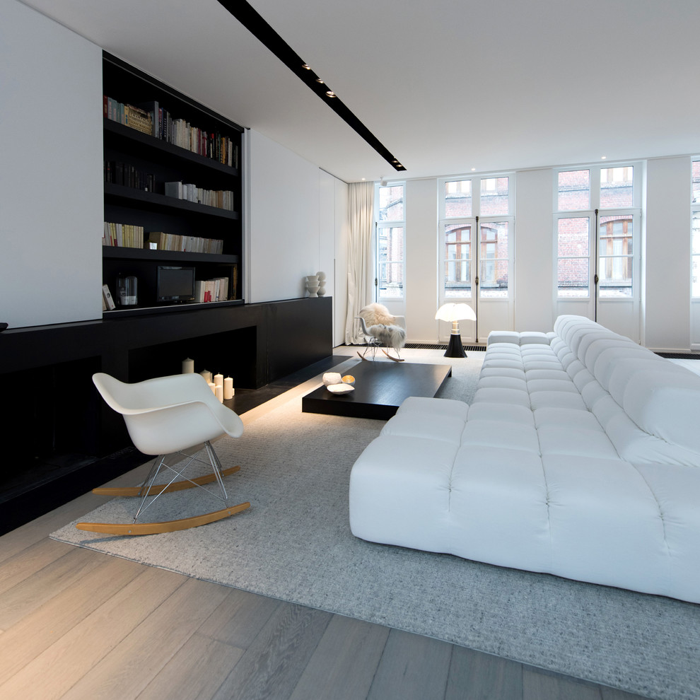 Moderne ruimtelijke woonkamer in een karakteristiek pand homease for Moderne woonkamer