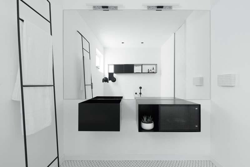 moderne witte badkamer