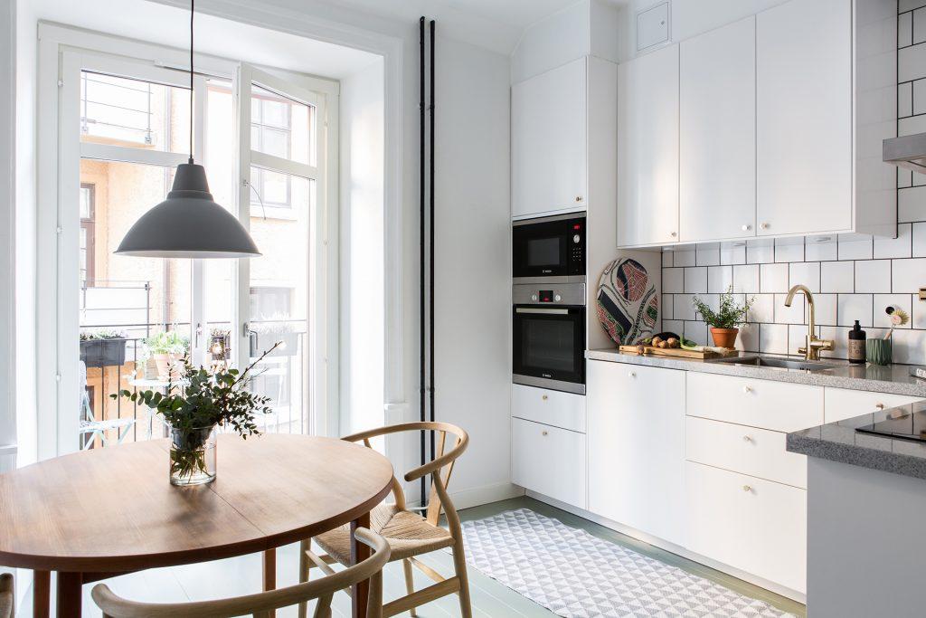 moderne-witte-woonkeuken