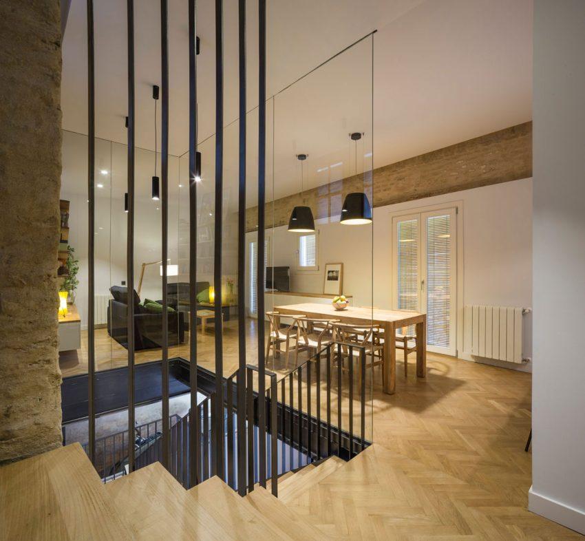 moderne woonkamer glazen trapombouw