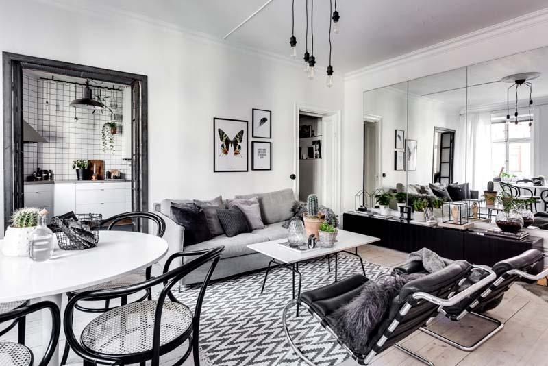 moderne woonkamer grote spiegelwand
