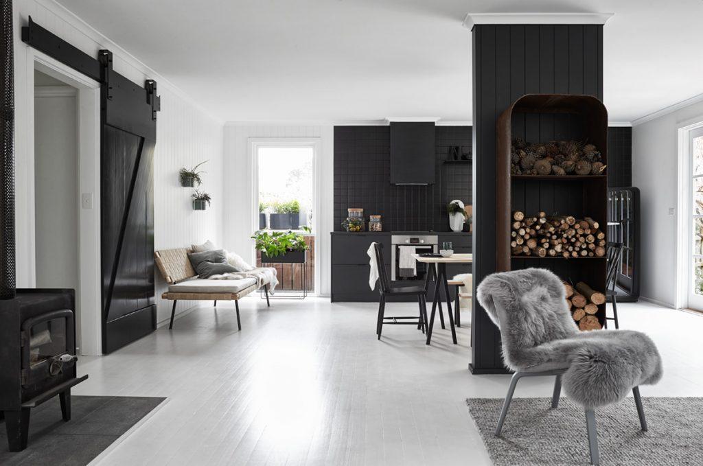 Moderne zwarte keuken van Nord House