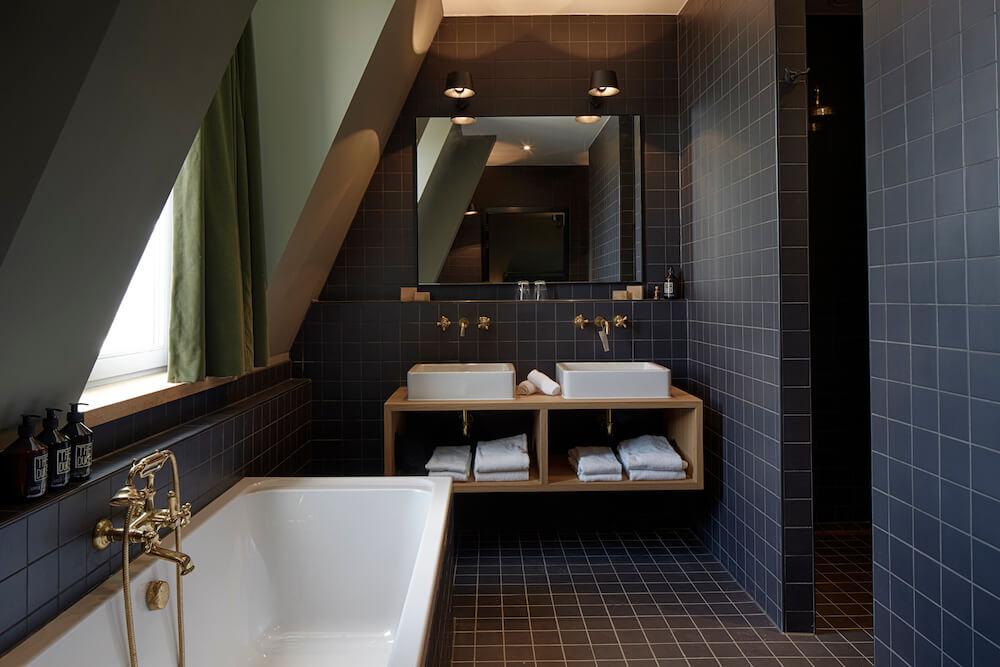 De mooie badkamers van The Duke Boutique Hotel