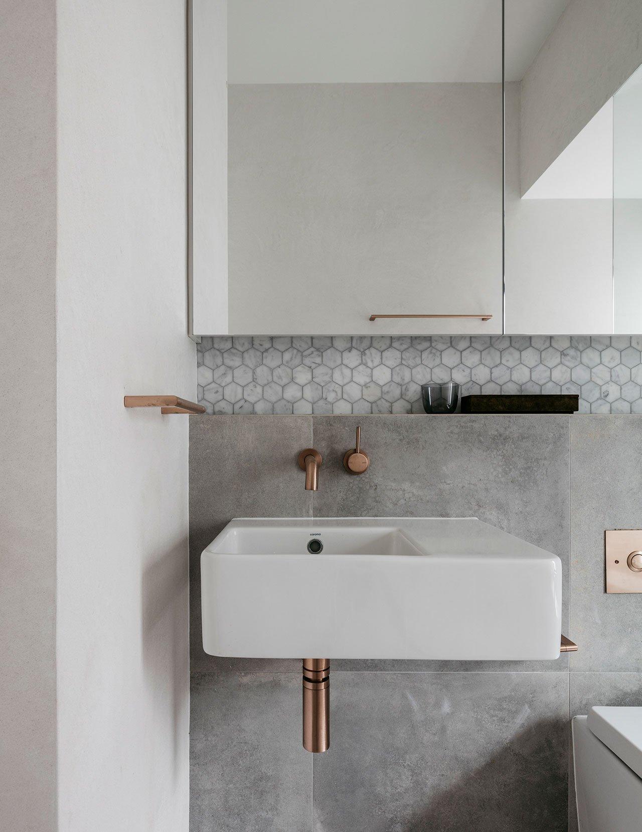 Deze mooie kleine badkamer is ontworpen met oog voor detail