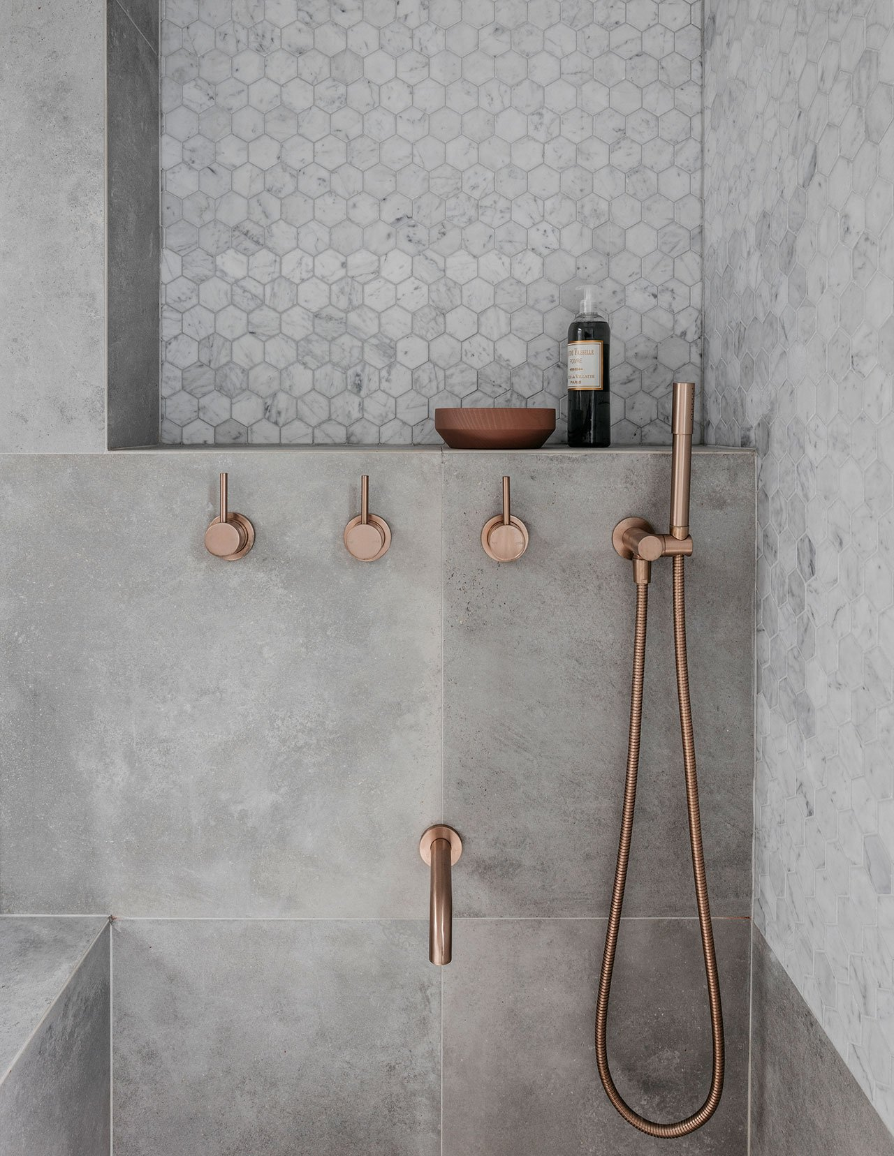 Deze mooie kleine badkamer is ontworpen met oog voor detail | HOMEASE