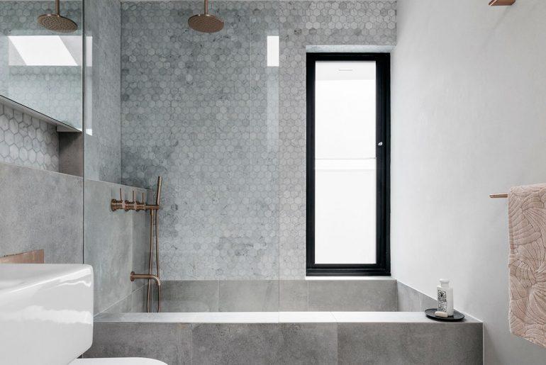 Kleine Praktische Badkamer : Deze mooie kleine badkamer is ontworpen met oog voor detail homease
