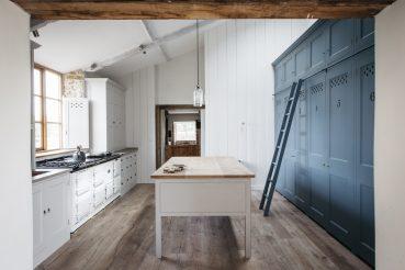 Mooie landelijke keuken met veel opberg- en werkruimte
