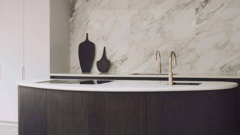 mooie luxe keuken ronde vorm eiland