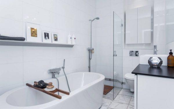 Mooie Scandinavische badkamer