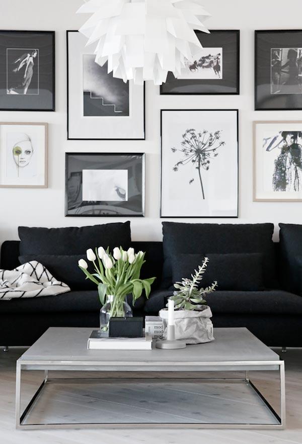 ... bank lichte houten vloer posters prints serene woonkamer woonkamer