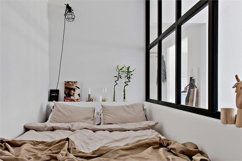 Kleine half open slaapkamer naast woonkamer homease - Kleine kledingkast ...