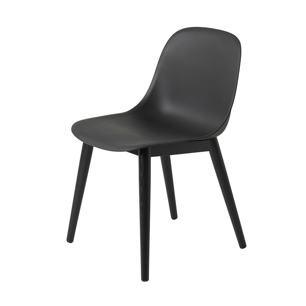 Zwarte Muuto Fiber Side Chair