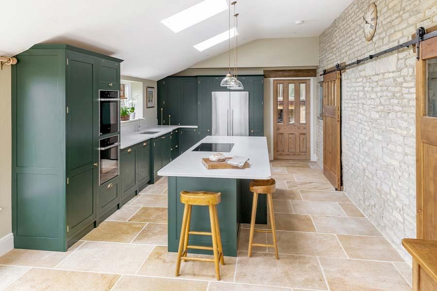 De slijtvaste Flagstone tegels in deze mooie keuken van Flagstonesdirect.co.uk zijn praktisch en veelzijdig, zeer geschikt voor keukens, badkamers en woonruimtes.