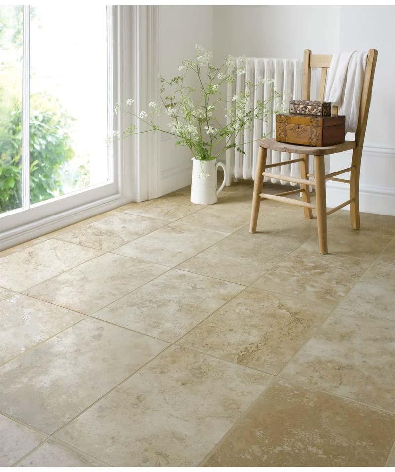 Deze grootformaat travertijn tegels van Toppstiles.co.uk geven je huis een klassieke en tijdloze uitstraling.
