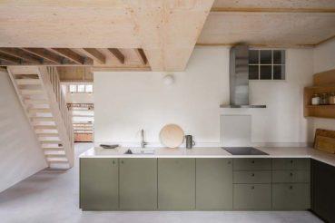 olijfgroene keukenkasten ikea naked doors