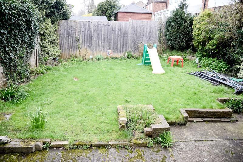 Onderhoudsvriendelijke en kindvriendelijke tuin van Alex before