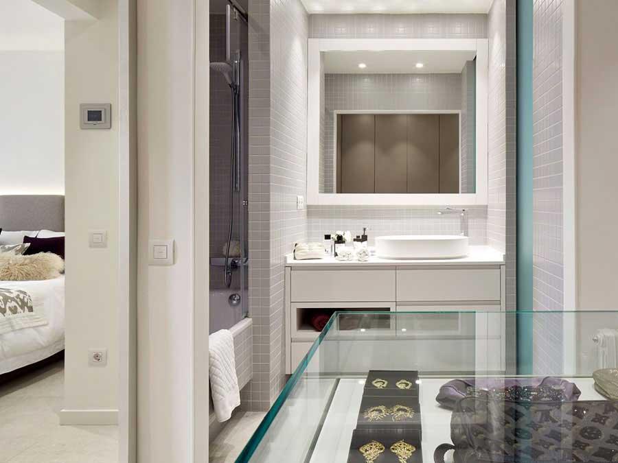 Open badkamer en inloopkast