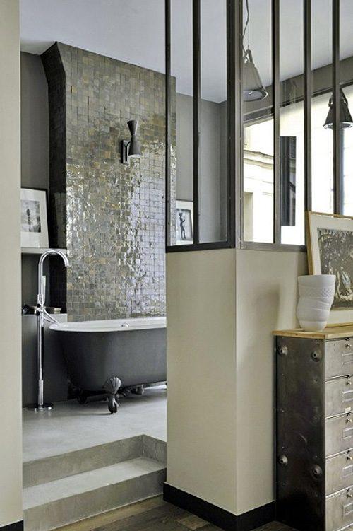 Open badkamer met glazen scheidingswand
