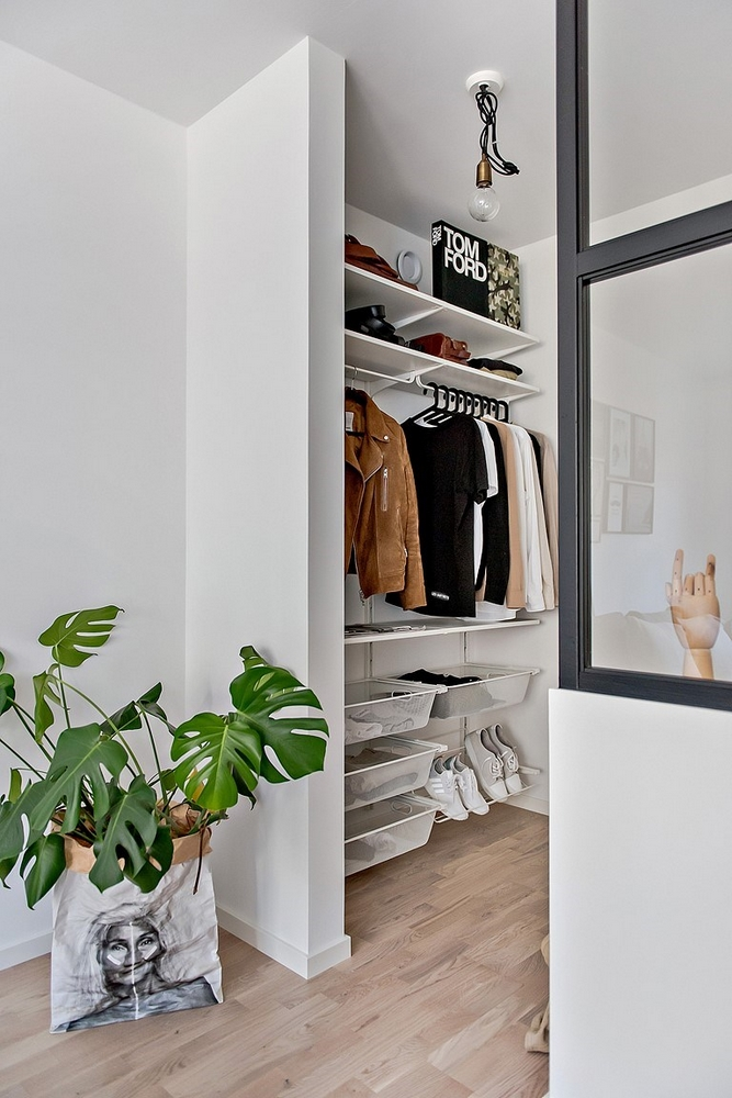 Kleine half open slaapkamer naast woonkamer | HOMEASE
