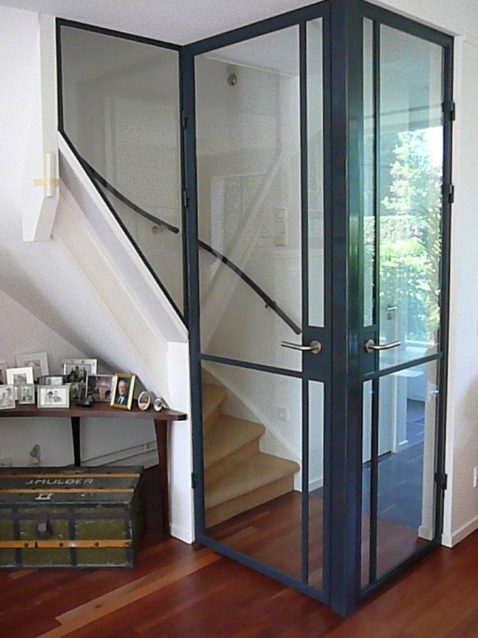 Een open trap dicht maken homease for Stalen trap maken