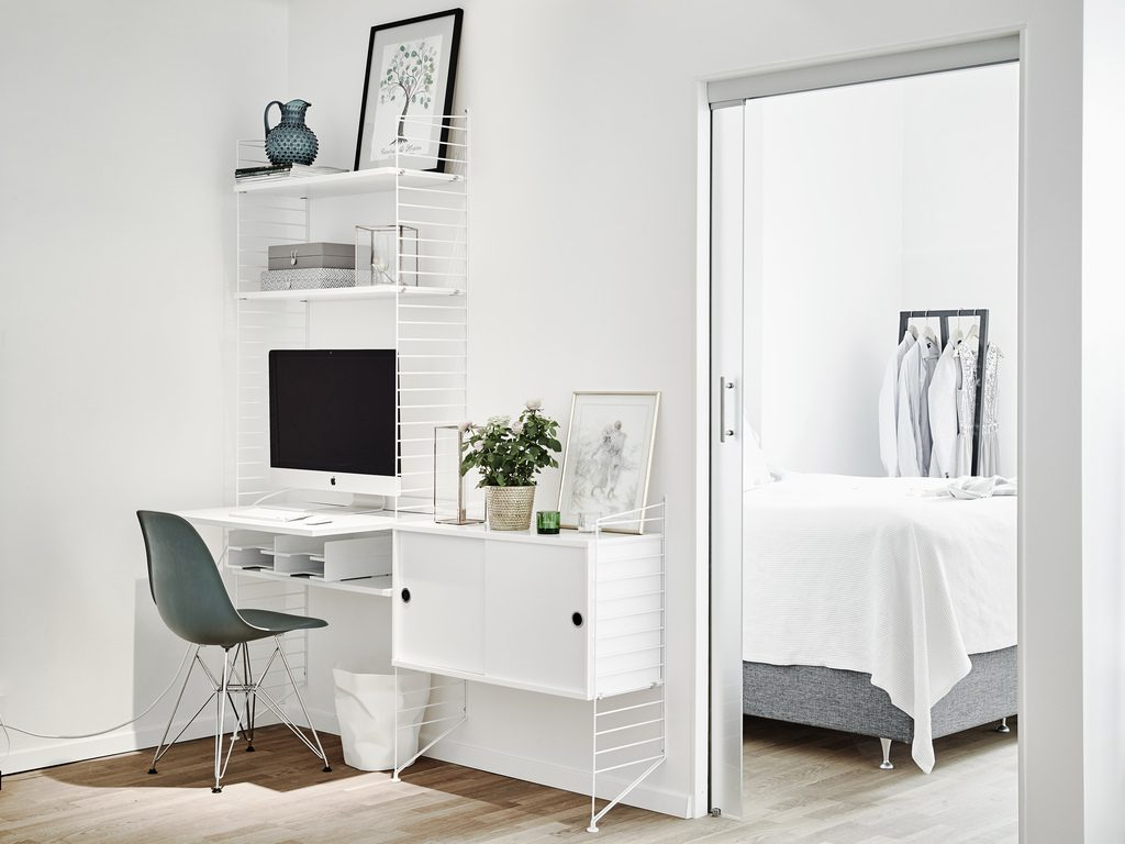 open werkplek met string kast homease. Black Bedroom Furniture Sets. Home Design Ideas