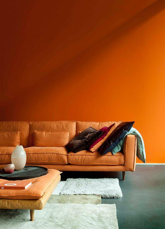 oranje-muur-woonkamer