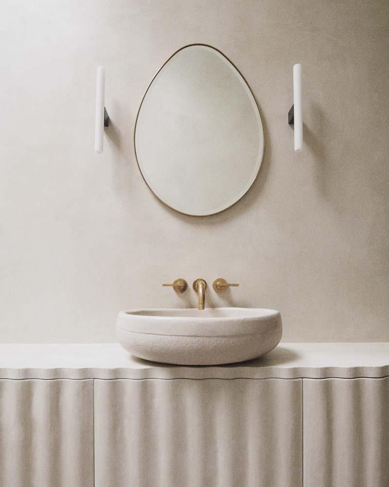 ovalen spiegel badkamer gouden kraan